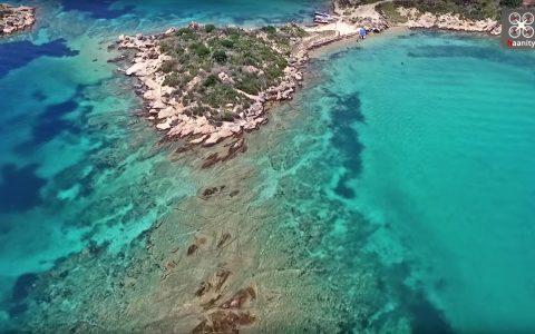Τα άγνωστα τιρκουάζ νησάκια της Χαλκιδικής, στη Βουρβουρού