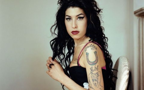 Amy Winehouse: Η καλλίφωνη ντίβα που πάλευε με τους δαίμονές της