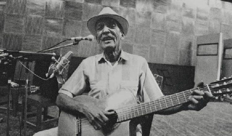Κομπάι Σεγκούντο: Ο κουβανός κιθαρίστας που εφηύρε την επτάχορδη κιθάρα