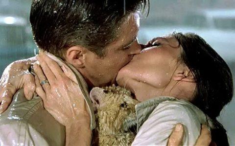 Το πιο σύντομο κείμενο για το πρώτο φιλί, από τον Οδυσσέα Ελύτη