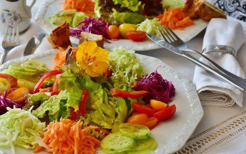5 dressing για τη σαλάτα που θα φτιάξεις εύκολα μόνος σου