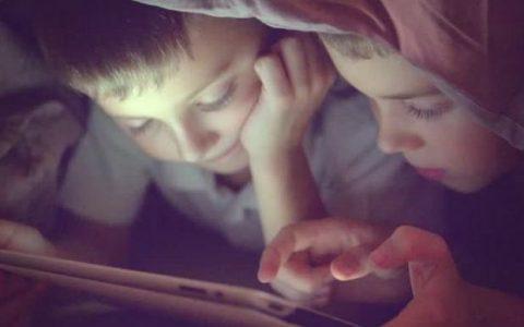 «Ψηφιακή ηρωίνη»: Πώς οι οθόνες μεταμορφώνουν τα παιδιά σε ψυχωτικούς τοξικομανείς