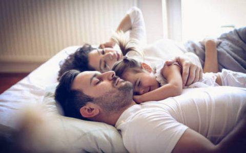 Επιτρέπουμε στο παιδί μας να κοιμηθεί στο κρεβάτι μας;