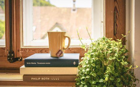 8 δημιουργικοί τρόποι για να διακοσμήσεις τα βιβλία σου