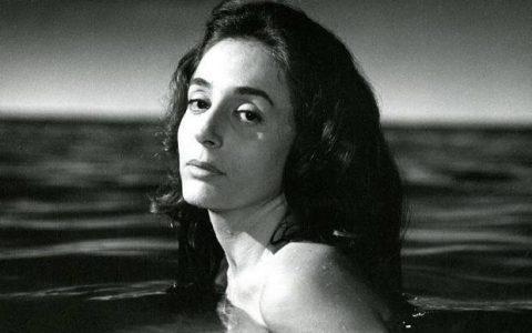 """Η Έλλη Λαμπέτη θυμάται: το τόπι, ένα """"όχι"""", ένας φόνος...."""