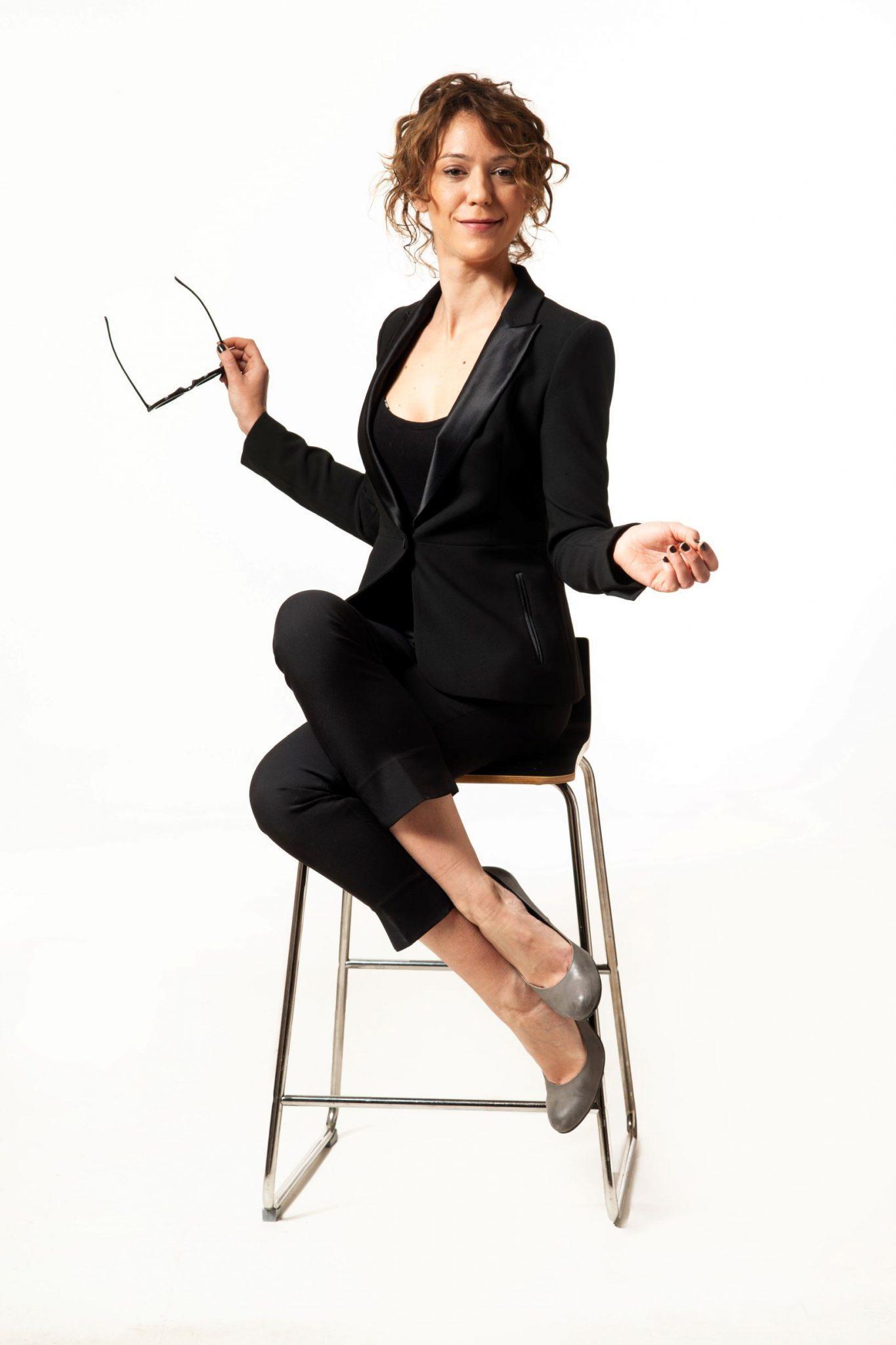 """""""Για γυναίκα καλή είναι"""": Η stand-up comedy παράσταση της Ήρας Κατσούδα έρχεται στο Θέατρο Αυλαία"""