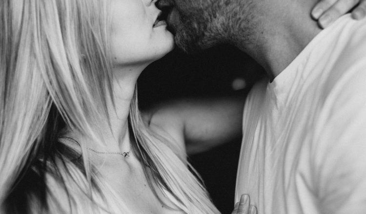 """30 ερωτικοί """"κανόνες"""" για ζευγάρια σε μακροχρόνιες σχέσεις"""