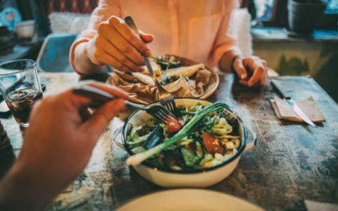 Εμμηνόπαυση, τι διατροφή να ακολουθήσετε για να παραμείνετε υγιείς