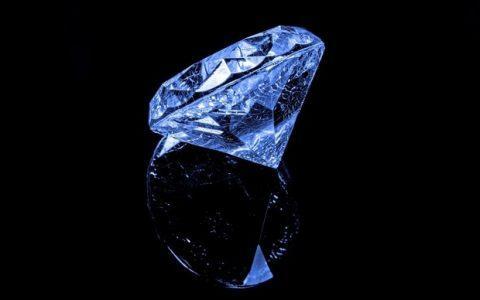 Τα διαμάντια μέσα από τα μάτια της μαϊμούς, από τη Μαρία Κουγιουμτζόγλου