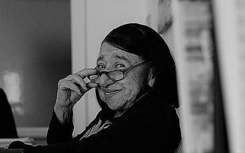 Κατερίνα Αγγελάκη-Ρουκ | 5 σκόρπια ποιήματα