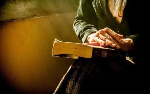10 οφέλη που προσφέρει η ανάγνωση βιβλίων