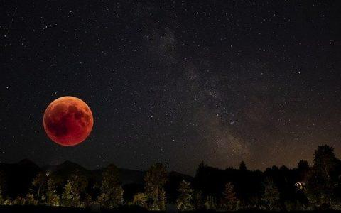 Η σελήνη μισή.... από τον Τάσο Βακφάρη