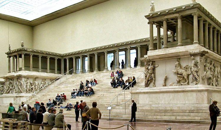 """""""Ζήσε"""" τον Βωμό της Περγάμου ψηφιακά στο Μουσείο της Περγάμου στο Βερολίνο!"""