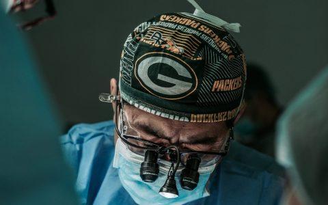 Μίλαν Κούντερα: Γιατρός είναι...