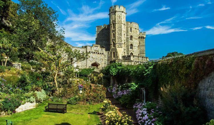 Δωρεάν ξενάγηση σε μερικά από τα πιο διάσημα κάστρα και βασιλικά ανάκτορα