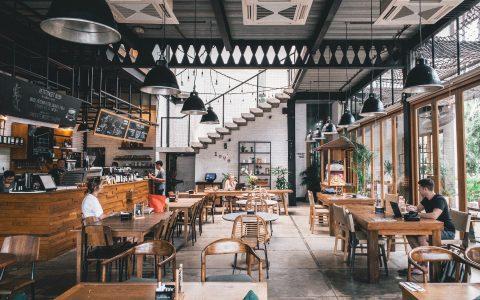 Εστιατόρια την εποχή του κορωνοϊού, με πολύ χιούμορ από τον Παναγιώτη Μιχαλόπουλο