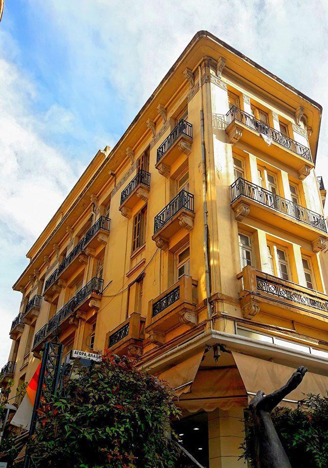 Διατηρητέο ξενοδοχείο Κοσμοπολίτ, σχεδιασμένο από τον Γ. Καμπανέλλο