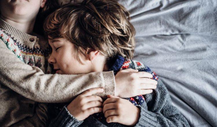 Μπορείς ν' αφήσεις το παιδί να υποφέρει στην προσπάθεια να βρει το σωστό και το λάθος;