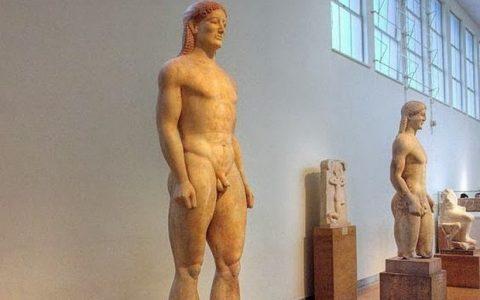 Ο Κούρος της Αναβύσσου, ένα όμορφο, εξελιγμένο, μνημειακό γλυπτό