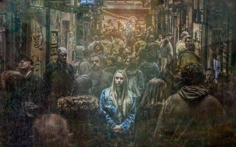 Άνθρωποι γνωστοί και άνθρωποι άγνωστοι, από τη Μαρία Σκαπαρδώνη