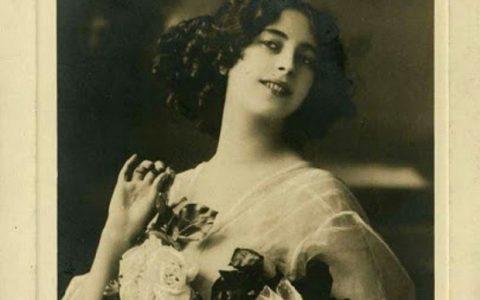«Η Σμυρνιά» το πορτρέτο των γυναικών της Ιωνίας