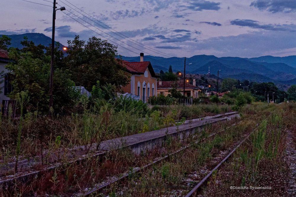 Σιδηροδρομικοί Σταθμοί Δράμας, χωρίς ζωή πλέον, γεμάτοι αναμνήσεις και ιστορίες ανθρώπων