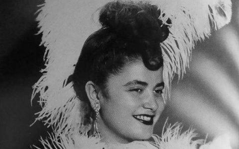 Ποια είναι η νεαρή Θεσσαλονικιά που έγινε ηθοποιός στα 7 της, αναδείχθηκε βασίλισσα της νύχτας και η φωτογραφία της έγινε σοκολατάκι;