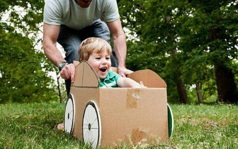 5 συμπεριφορές των μπαμπάδων που πλήττουν την αυτοπεποίθηση των γιων τους