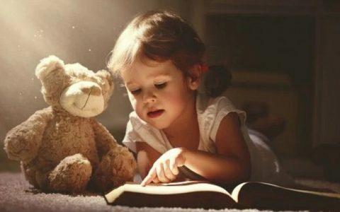 Πώς να ενθαρρύνουμε το παιδί μας σε αναγνωστικές δεξιότητες στη νηπιακή ηλικία
