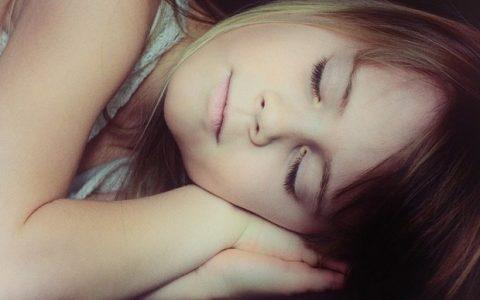 Πόσο βοηθάει ο μεσημεριανός ύπνος τα παιδιά