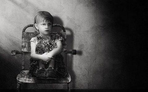 Σχολικός εκφοβισμός: Πώς να εντοπίσετε τα σημάδια του bullying και να προστατέψετε το παιδί σας
