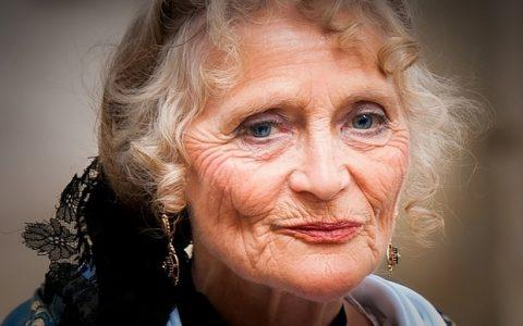 Τα μάτια της, από την Τζουλιάνα Ντότσι- Ντέλεϊ