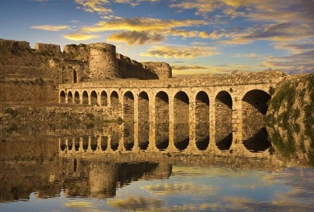 Τα 10 πιο μεγαλοπρεπή κάστρα της Ελλάδας