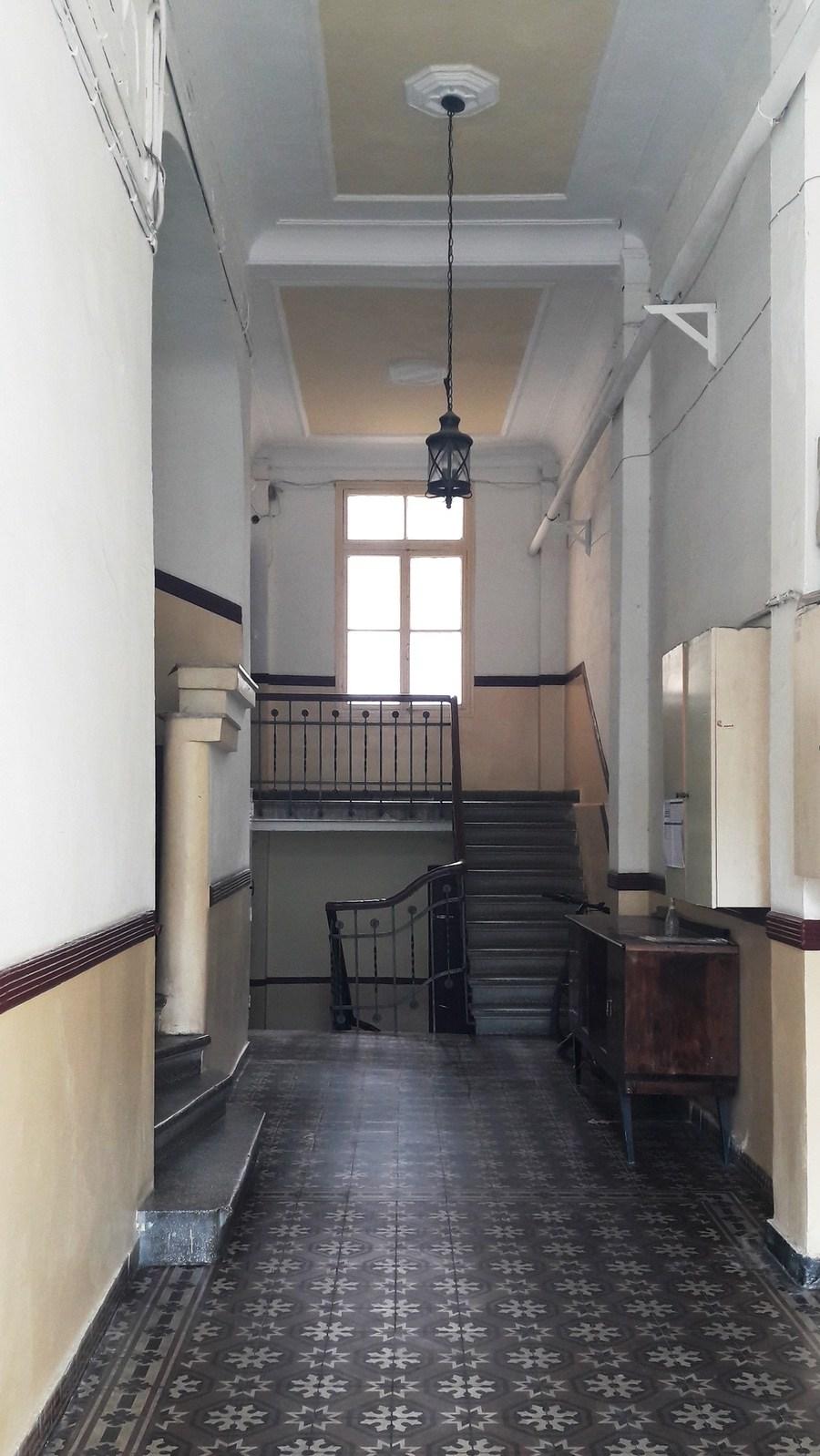Οι μαγικές είσοδοι των κτιρίων του Μεσοπολέμου στο κέντρο της Θεσσαλονίκης