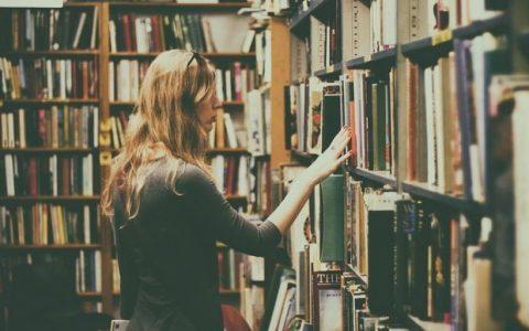 Βιβλίο-ιστορία ή ινστα-στόρι; Εσύ διαλέγεις! από την Κονδυλένια Λιαπάκη