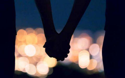 Το χέρι μου επάνω στο δικό σου, από τη Μαρία Σκαμπαρδώνη