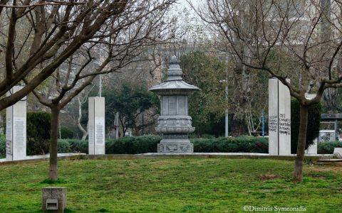 Μνημείο πεσόντων στον πόλεμο της Κορέας, στη Νέα Παραλία Θεσσαλονίκης