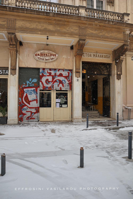 Περπατώντας στη χιονισμένη Θεσσαλονίκη, από την Ευφροσύνη Βασίλαρου