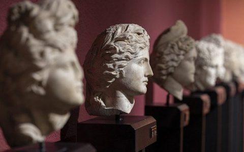 Αρχαιογνωσία και Ελληνολατρία, του του Ηλία Γιαννακόπουλου