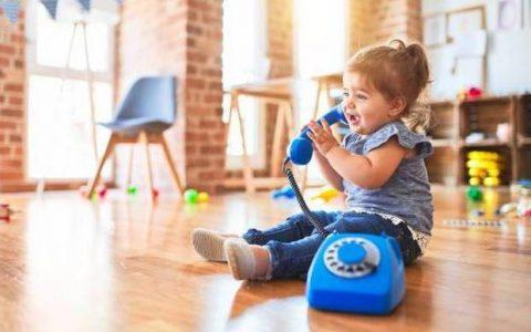 Ποια είναι τα στάδια της γλωσσικής ανάπτυξης του μωρού σας;