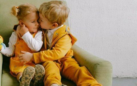 Πώς να κάνω το παιδί μου να φέρεται καλύτερα στο μικρό αδελφάκι του
