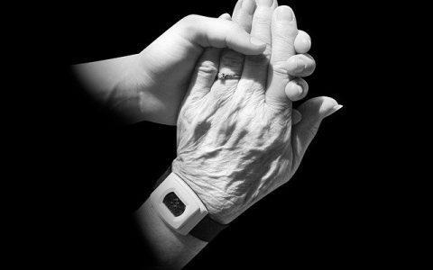 3 σημαντικά μαθήματα ζωής που παίρνεις όταν φροντίζεις ηλικιωμένους