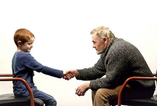 57 χρόνια διαφορά: Ένα αγόρι και ένας άντρας μιλούν για τη ζωή και είναι υπέροχο!