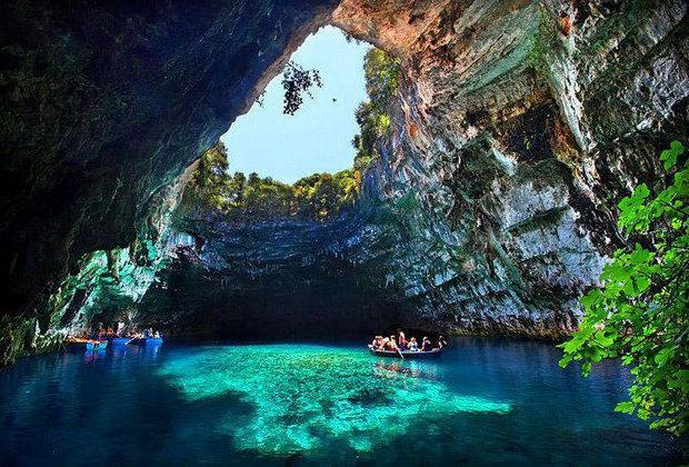 Λίμνη Μελισσάνης: το ομορφότερο βαραθροσπήλαιο της Ελλάδας!