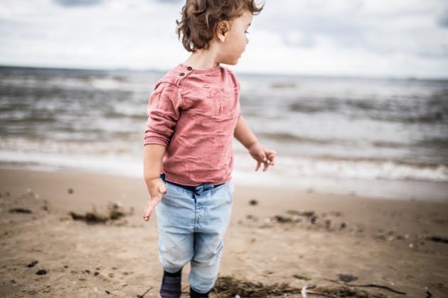 4 τρόποι να στηρίξεις το νήπιο όταν νιώθει μοναξιά ή είναι στεναχωρημένο