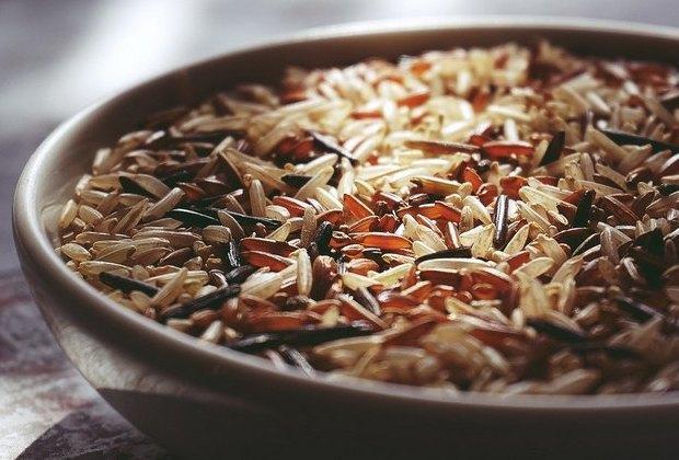 Καστανό ρύζι, μαύρο ή λευκό; Γνωρίστε τα πάντα για τη διατροφή τους αξία!