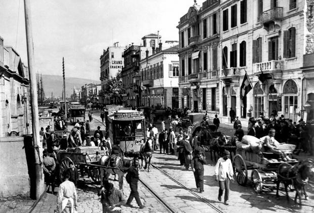 Σμύρνη: Η καταστροφή μιας κοσμοπολίτικης πόλης 1900-1922